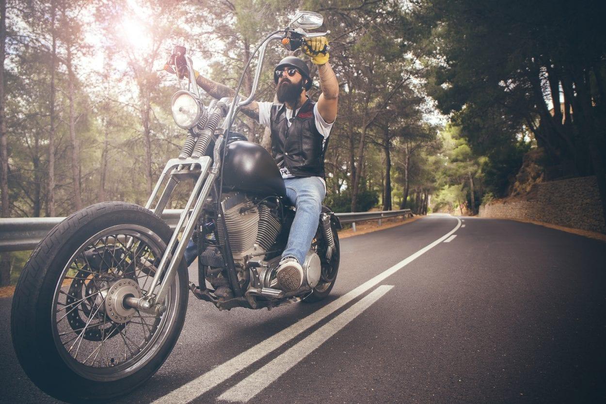 Fotografía de retrato a Gio en moto