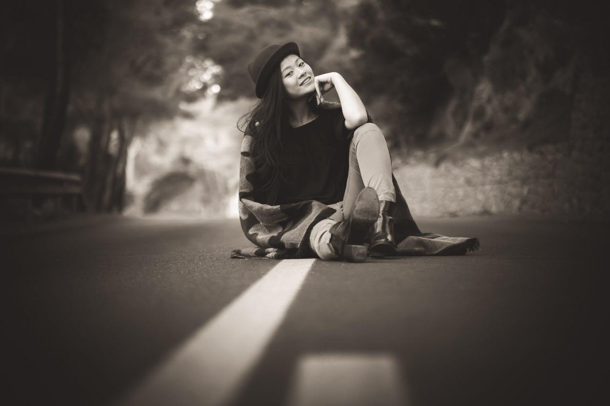 Fotografía a Sherry en el asfalto