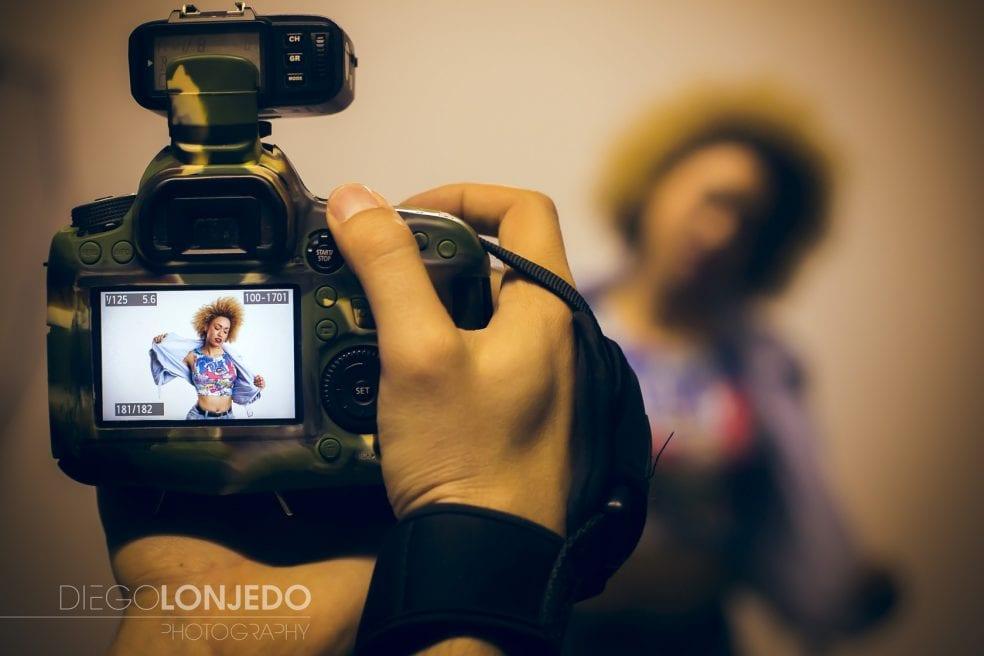 Composición de encuadre compuesto de mi cámara junto con la modelo